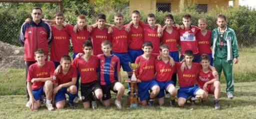 Ekipin U-19 i Vllaznise me trainer Brikeno Bizin
