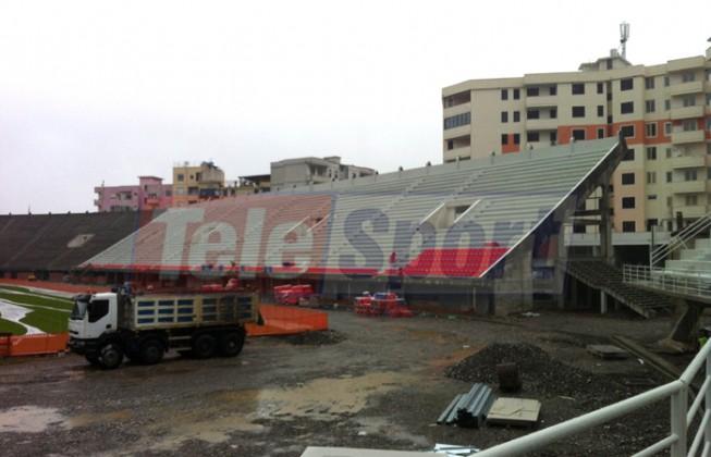 Loro Boriçi po merr formë, nis edhe vendosja e stolave kuq e blu (fotot)